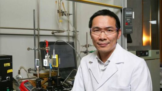 Research chemists replace gold with iron in new catalyst