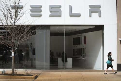 Tesla Autopilot Accident Results in 2 Deaths Amidst Q1 Safety Report, Nearing FSD Release