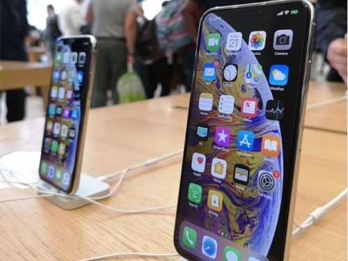 Crowds gather at Regent Street Apple Store as iPhone XS and XS Max goes on sale