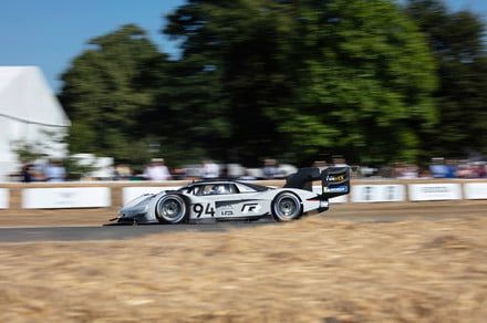 Volkswagen's insane I.D. R electric race car just set another hill-climb record