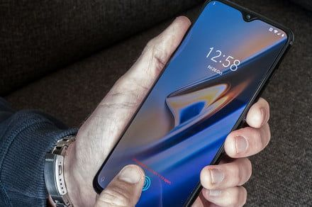 Which smartphone manufacturers won and lost in 2018