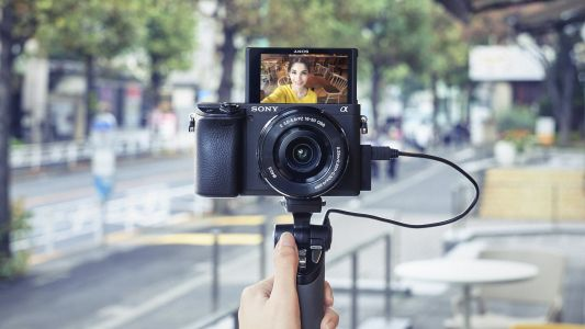 Sony α6400 mirrorless camera with the world's fastest autofocus launches in the UAE