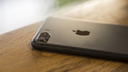 Apple might move back to metal for one iPhone 9 model