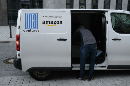 Amazon is now making its delivery drivers take selfies