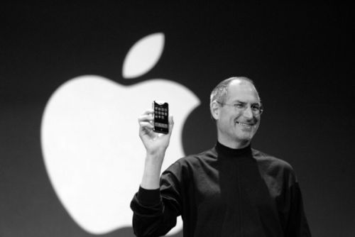 Watch Steve Jobs prank call Starbucks live on stage during the very first iPhone event