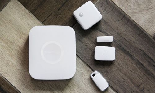 What wireless protocols does the SmartThings Hub support?
