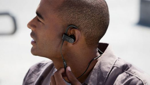 Apple rumored to launch wireless Powerbeats headphones next month