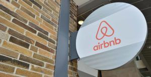 Hotel Association of Canada releases guidelines that aim to help cities regulate Airbnb