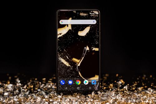 Essential Phone is $100 off at Best Buy
