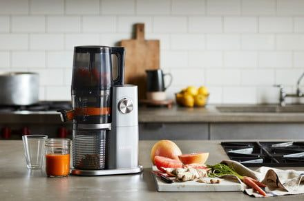 Hurom's latest H-AI Slow Juicer can feed itself and save you the trouble