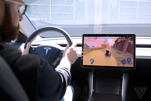 Tesla Arcade hands-on: using a Model 3 steering wheel as a game controller