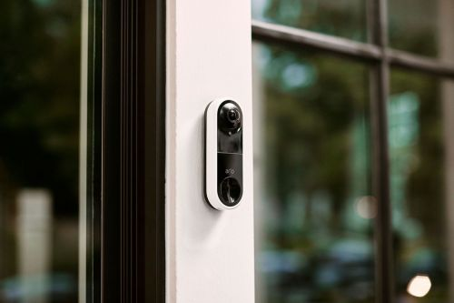 Arlo's Video Doorbell shows both faces and packages