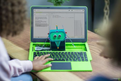 This Raspberry Pi-powered laptop lets you hack on hardware projects from anywhere