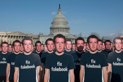 Facebook to right-wing publishers: We promise we're not throttling you