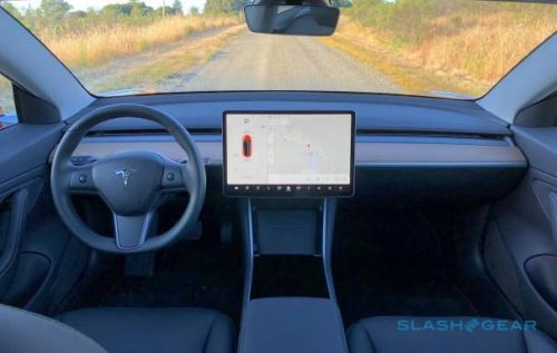 """Tesla deletes """"Pole Position"""" Atari Easter Egg from its cars"""
