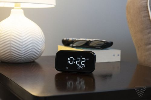 Lenovo's Smart Clock Essential plus four smart lightbulbs are $30 at Best Buy