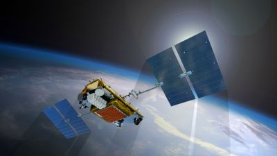 Apple nabs two of Google's top satellite executives - CNET