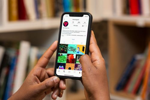 Instagram adds AIM-like status indicators to show when your friends are online to DM