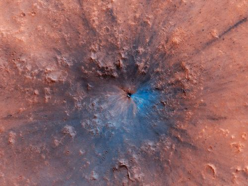 Bam! Fresh Crater Spied on Mars - and It Looks Spectacular