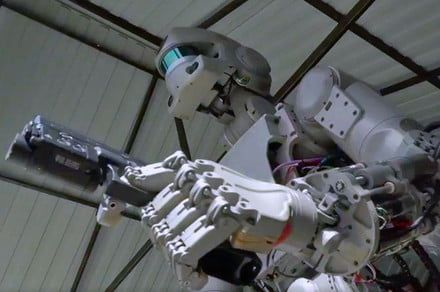 Forget humans, Russia wants a gunslinging robot piloting its spacecraft