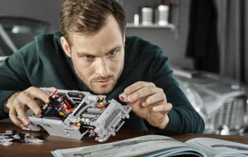 LEGO James Bond Aston Martin lets you live out your spy dreams
