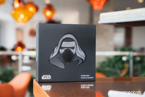 Unboxing the Star Wars limited edition Galaxy Note 10+