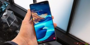 The Galaxy S10's Bixby button can open any app you choose