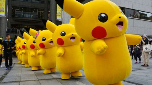 Man in Pikachu Costume Jump's Over The White House Fence and is Arrested