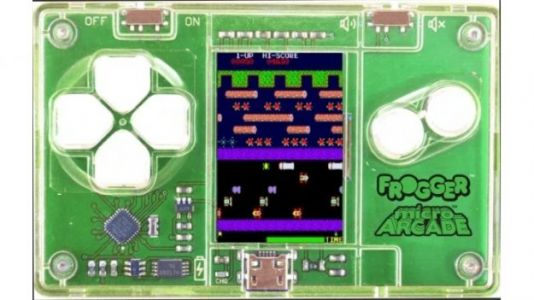 Micro Arcade Lets You Carry Frogger, Galaga, and Pac-Man in Your Wallet