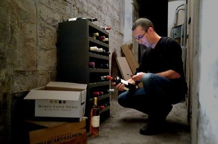 Keep tabs on all your pinots and merlots with the Caveasy One, a smart wine rack