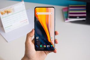 OnePlus 7/Pro getting new updates to fix issues and improve various features
