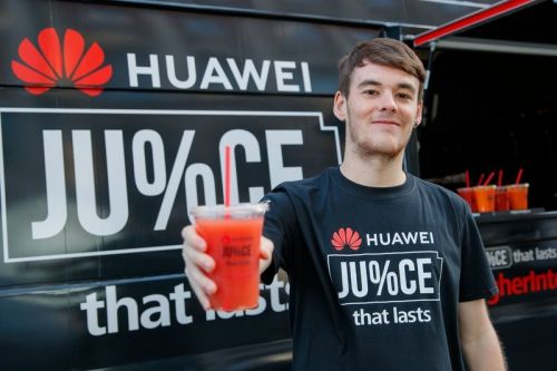 Huawei hands out battery packs and apple-free juice to iPhone XS buyers