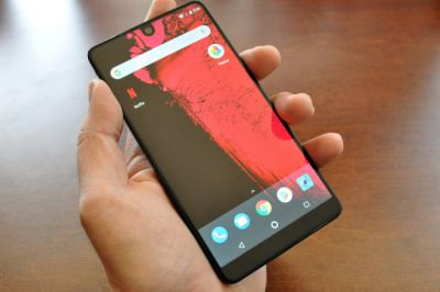 Hands on with Andy Rubin's Essential Phone