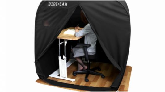 """This Japanese """"All Alone"""" Tent Lets You Wile Away Hours at The Computer in Solitude"""