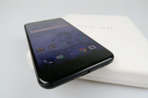 HTC U11 Unboxing: First Contact With Snapdragon 835 and Those Squeezable Edges Setup