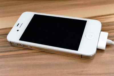 Apple sued by State Farm over iPhone 4S fire: battery blamed