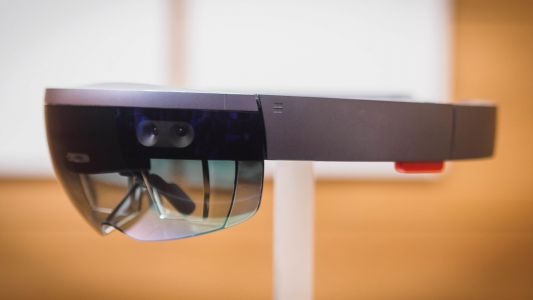 After four years, Microsoft may unveil HoloLens 2 next month