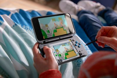 Nintendo 2DS XL gives you massive screens to play on but none of that 3D nonsense