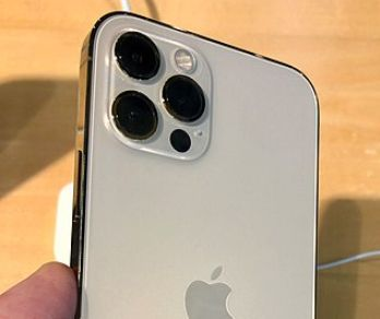 TikToker Bashed for Thinking All Apple iPhone Cameras Should Work When Recording a Video