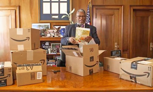 Mayor to review 1,000 Amazon products in bid for company's new HQ