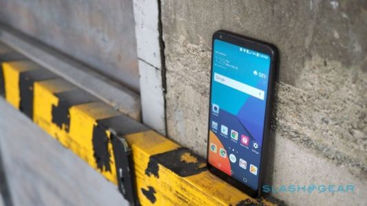 A safe Galaxy S9 gives LG a huge opportunity in 2018