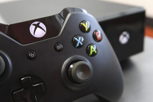Microsoft nudges Xbox One towards PC monitors with 120Hz display support