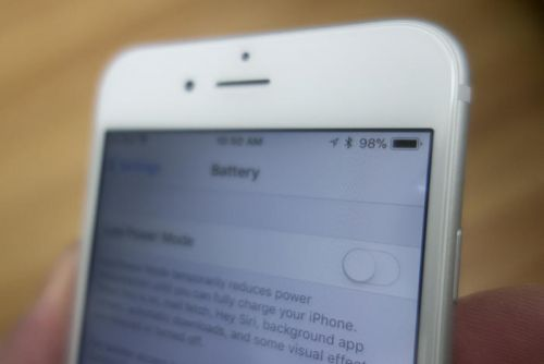 Apple offers $50 credit if you paid full price for an iPhone battery replacement last year