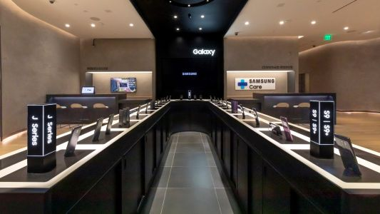 Samsung launches first-ever US retail stores