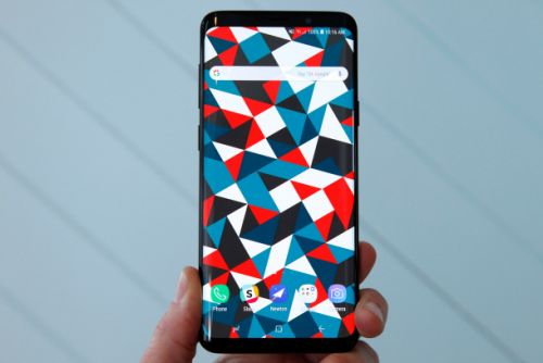 Leaked benchmarks show Samsung's powerful new Galaxy S10 still can't beat last year's iPhones