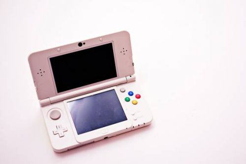 Nintendo's commitment to 3DS may turn sales drop into price drop