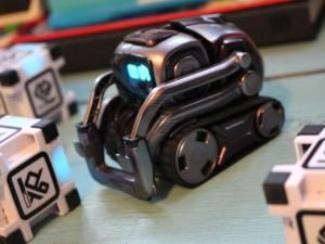 Anki Cozmo Review - Vector's Little Brother Is Still Worth A Look