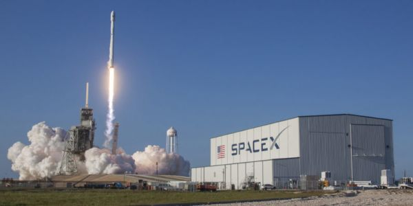 SpaceX aims to provide consumers broadband through Starlink by next year