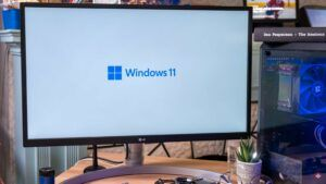 How does the Windows 11 startup sound compare to its predecessors?