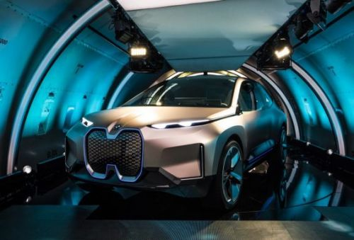 BMW's Vision iNEXT SUV Concept Sets a New, Electric Course